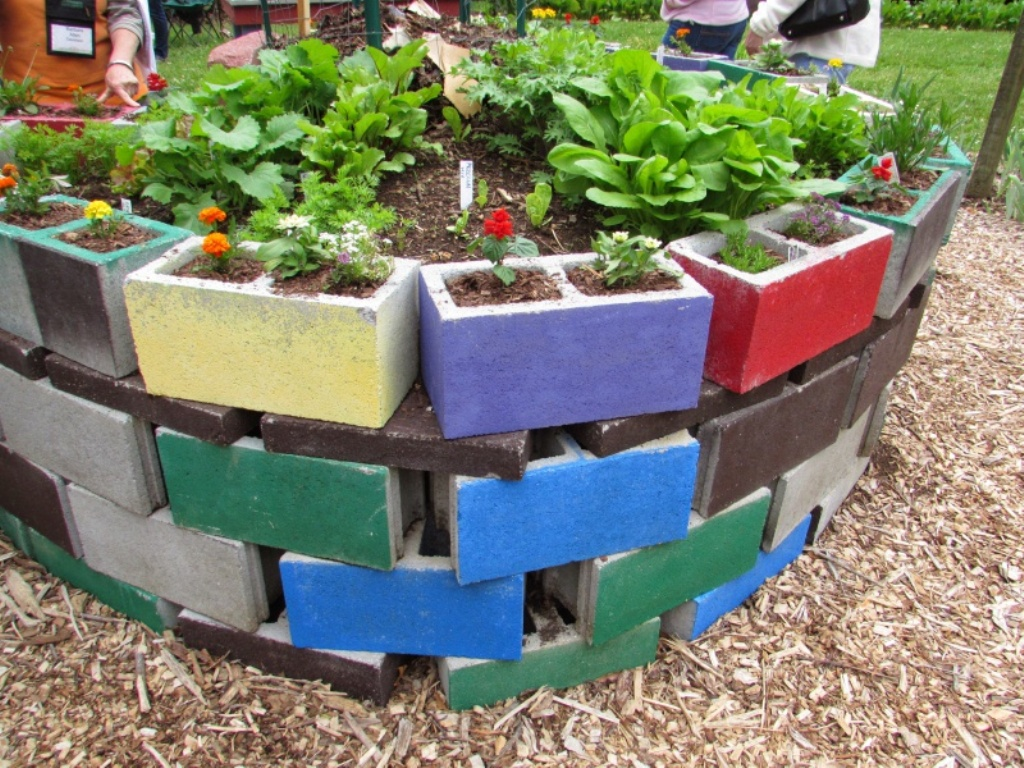 10 Most Beautiful DIY Garden Planter Ideas7